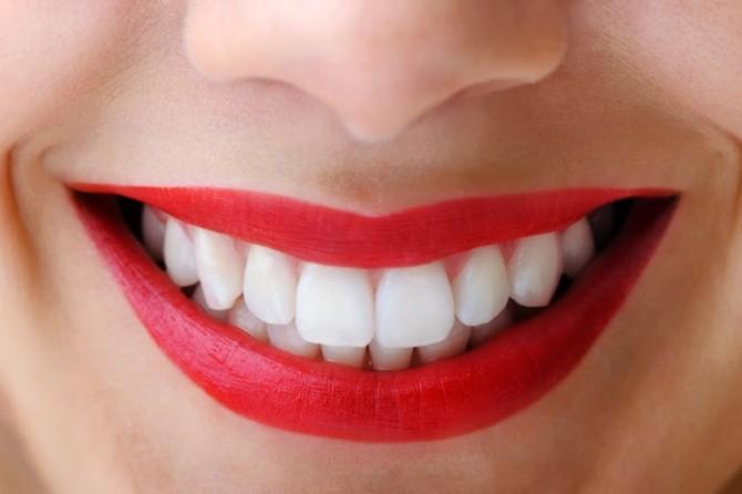 Пластмассовое протезирование зубов в клинике Сана-Дент