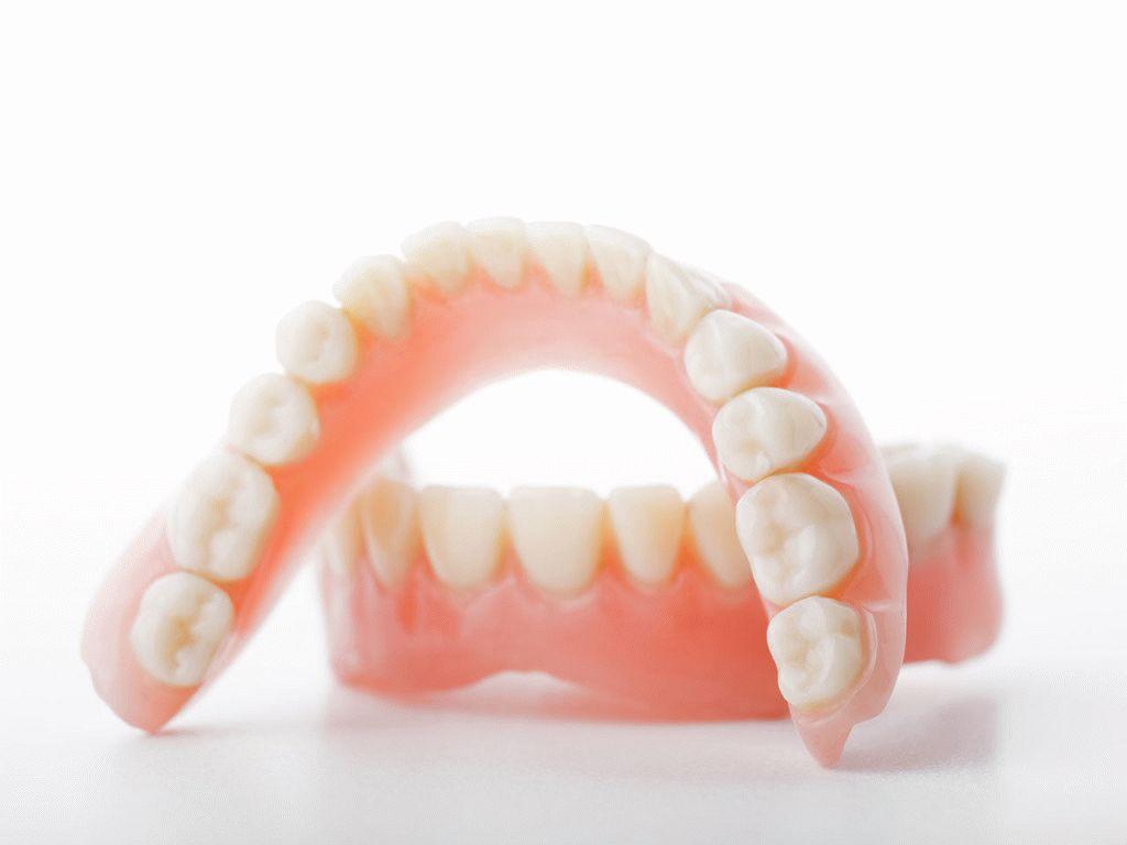 Пластмассовое протезирование зубов в Калининграде